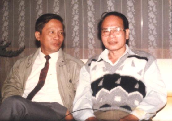 Nhà thơ Nguyễn Khoa Điềm (bên trái) và nhà văn Đoàn Minh Tuấn