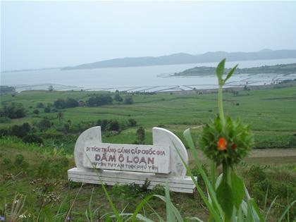 Thưởng ngoạn cảnh đẹp đầm Ô Loan (Phú Yên)