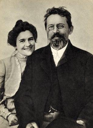 Chekhov và vợ - Olga Knipper - nữ diễn viên của Nhà hát Hàn lâm Nghệ thuật Matxcơva.